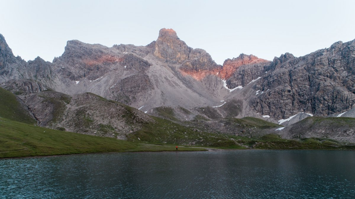 Jez. Steinsee pośród imponujących szczytów