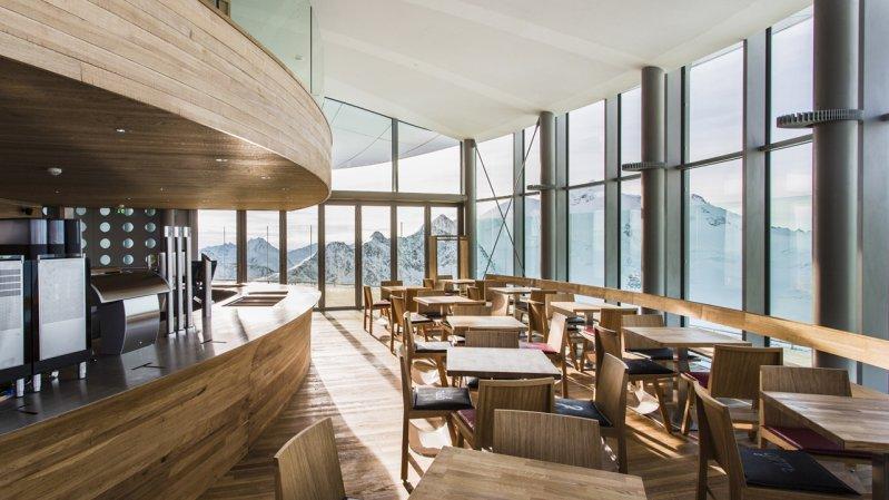 Café 3.440 im Inneren, © Pitztaler Gletscherbahnen