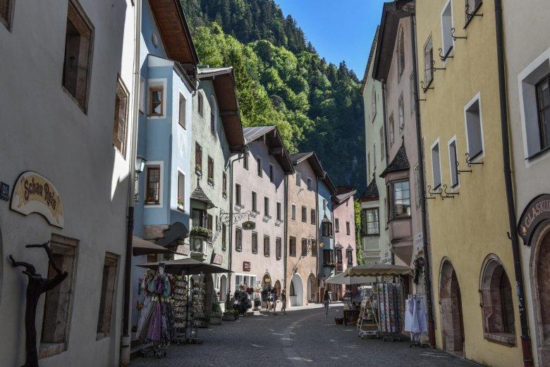 Rattenberg, najmniejsze miasto w Austrii i jego małe sklepiki. , ©  Alpbachtal Tourismus/Gabriele Grießenböck
