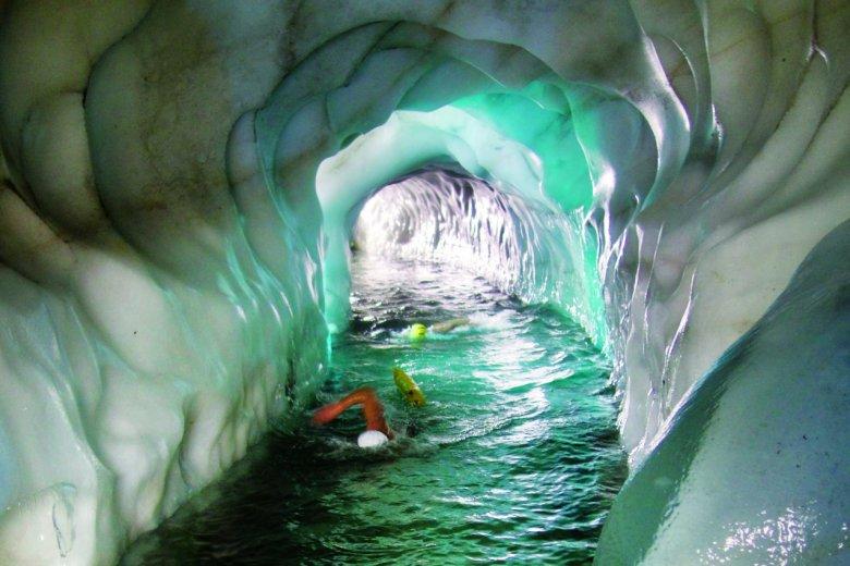 Nie dla miłośników ciepłych kąpieli – lodowe jezioro na lodowcu Hintertux , © Natursport Tirol