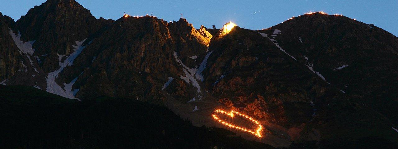 Ogniska świętojańskie na Nordkette w Innsbrucku, © Tirol Werbung/Christian Wührer